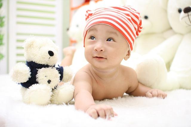 生後6ヶ月で寝返りしないのは変?赤ちゃんがクルッとしやすくなる3つのコツ
