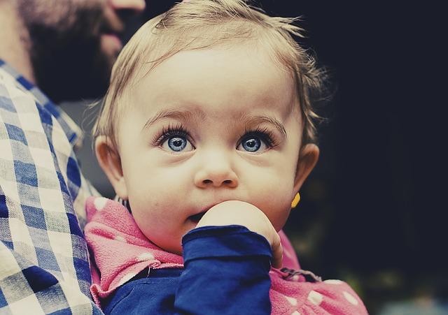 赤ちゃんの首すわりを見極めるためにチェックしたい3つのポイント!