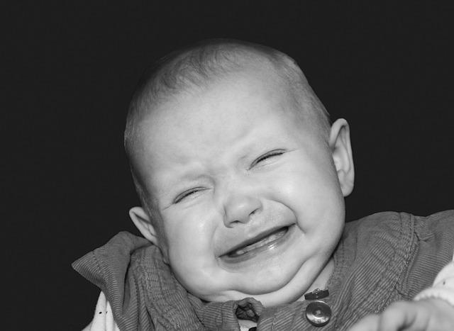 【3ヶ月】赤ちゃんがずっと泣く時にママを楽にする5つのポイントとは?