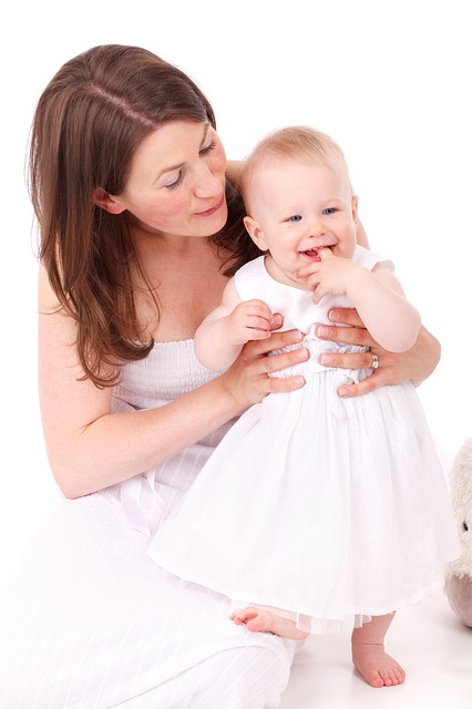 【生後7ヶ月】赤ちゃんが頭を打った時の正しい処置と受診の目安