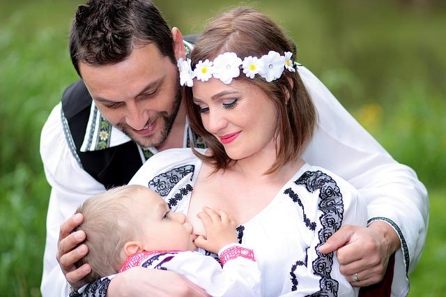 母乳が青い色になった時に考えられる驚きの理由と理想の栄養状態とは?