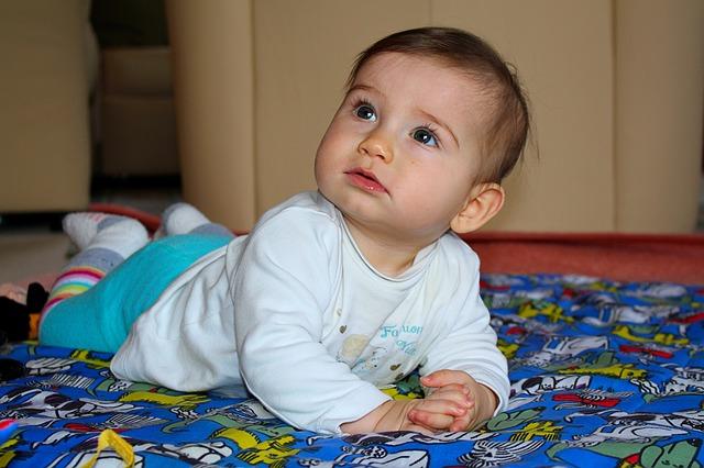 寝返りで夜中に起きるのはいつまで続く?泣く赤ちゃんにママができる3つの安眠対策
