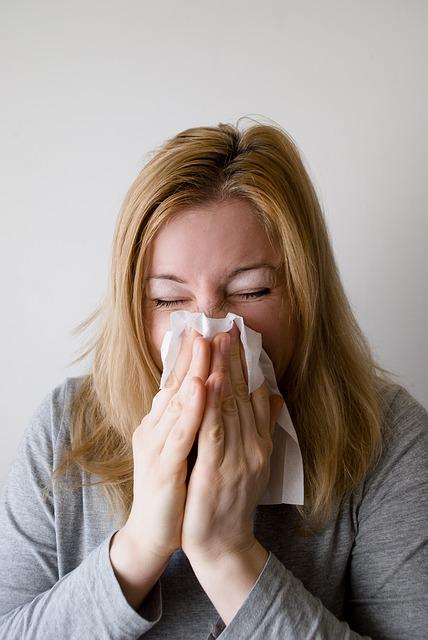 【授乳中】花粉症にアレロックを飲んでもいい?赤ちゃんへの影響と対策