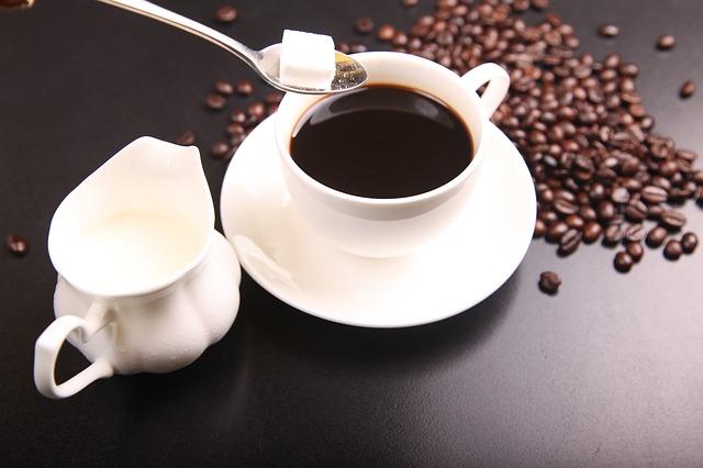 授乳中のコーヒーで赤ちゃんが寝ない?!カフェインが及ぼす驚きの影響とは