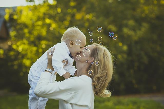 【産後】脇の下がボコボコする3つの原因と痛みにパッと効く対処法