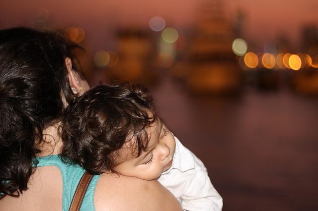 【授乳中】肩こり・腰痛にバンテリンを使う危険性と注意点